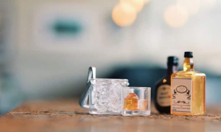 frasco pequeño de botellita de licor